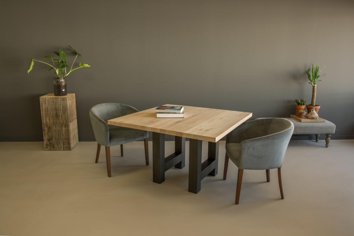 Vierkante eettafel hout staal: steigerhouten tafel met stalen